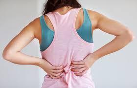 Тест од 5 секунди кој открива дали си предизвикувате проблем со грбот и вратот: Направете го ова додека седите и ќе го дознаете одговорот!
