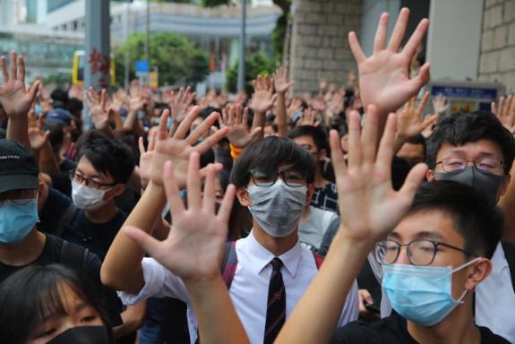 53 уапсени при протести во Хонг Конг