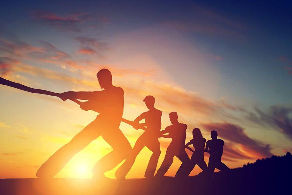 Сите понекогаш паѓаме, но разликата помеѓу силните и слабите е во времето што го трошат за да се исправат!