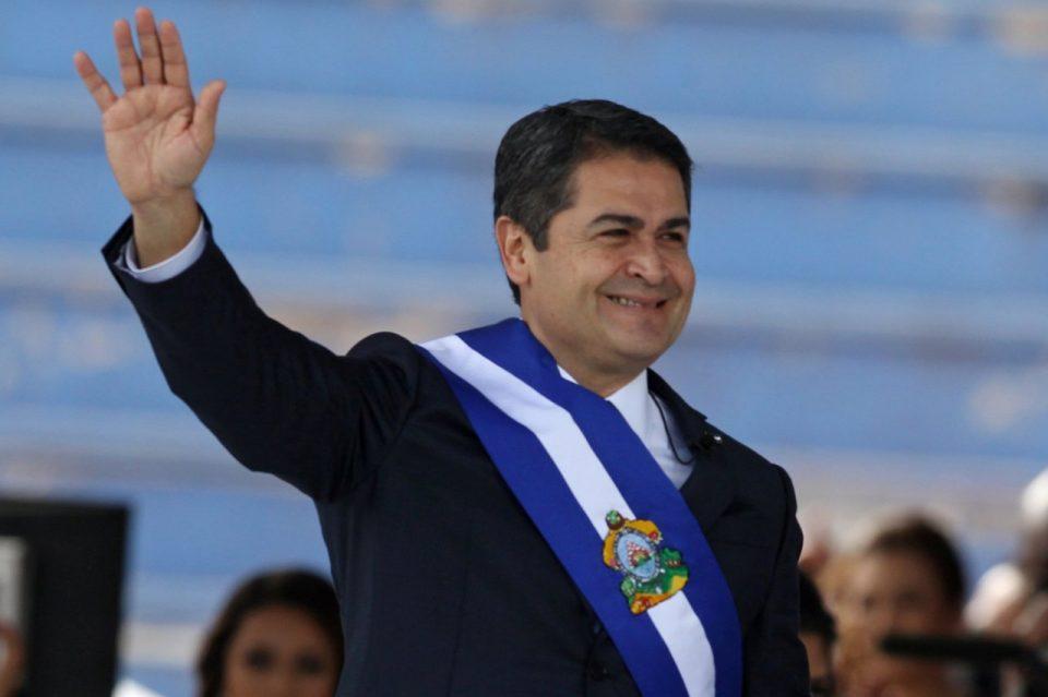 Претседателот на Хондурас хоспитализиран поради Ковид-19