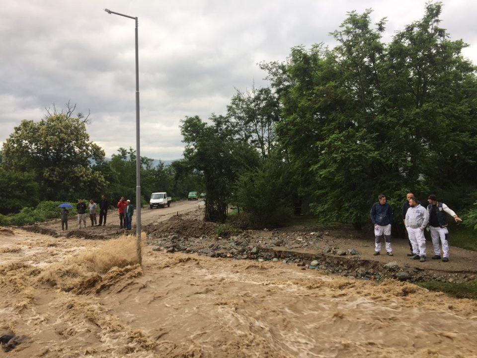 Излеани на реки во тетовско, непрооден патот Тетово-Јажинце