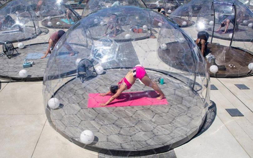 Канаѓаните се снајдоа за јога на отворено