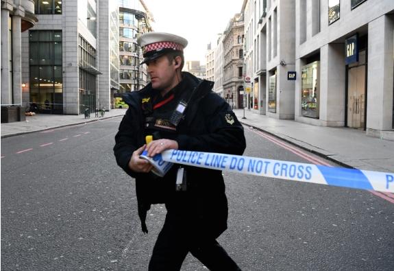Повторно нападнати лондонските полицајци, кои се обиделе да прекинат нелегална забава