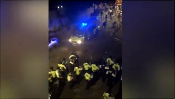Во немири во Лондон повредени 15 полицајци