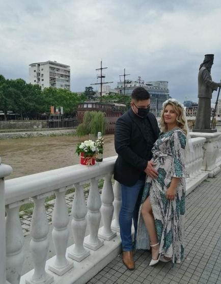Познатиот македонски пејач стана татко- се ожени во време на корона, а името нема на кој не му се допадна (ФОТО)