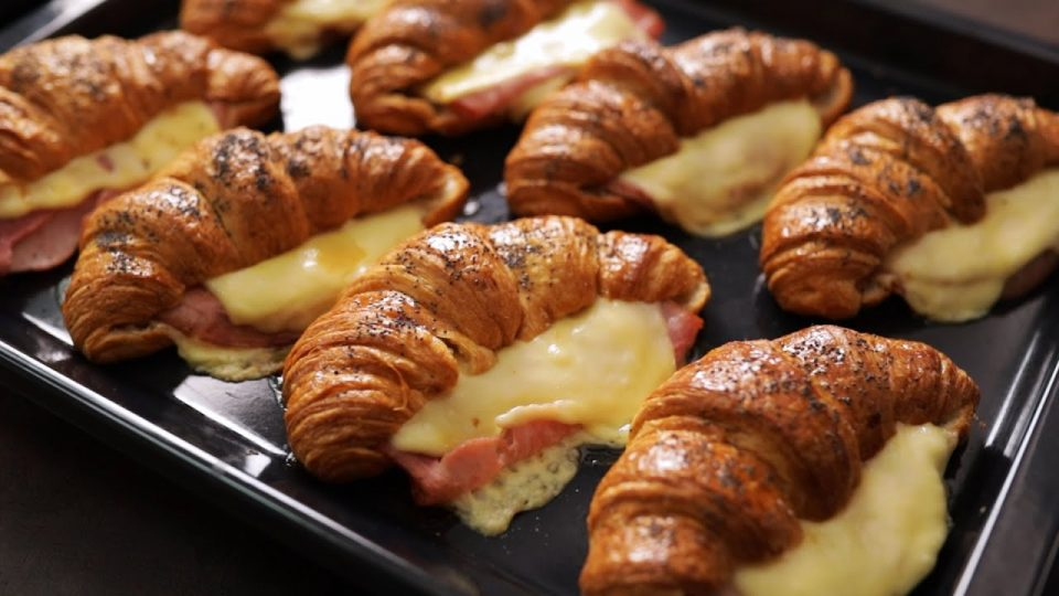 Идеја за појадок: Кроасани со шунка и кашкавал