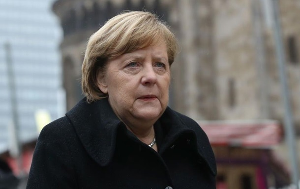 Меркел ги осуди немирите во Штутгарт
