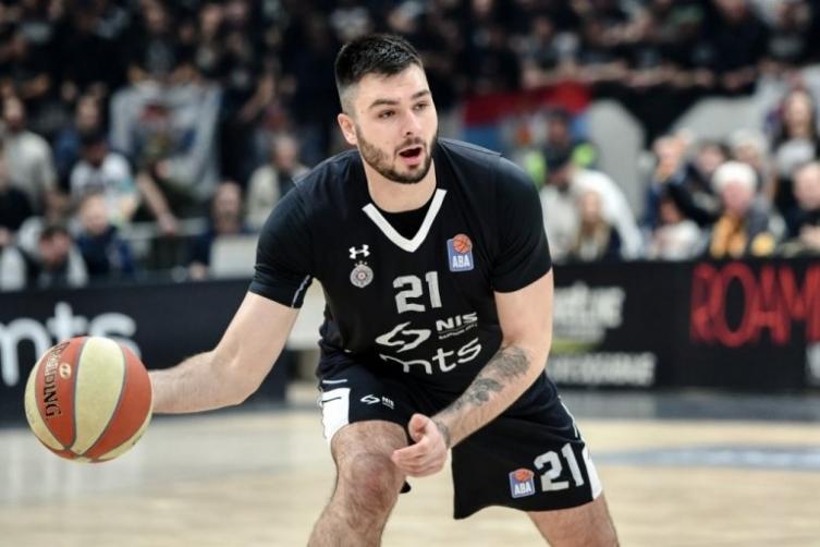 Кошаркар на Партизан е позитивен на Ковид-19, бил во контакт со Јокиќ и Ѓоковиќ!