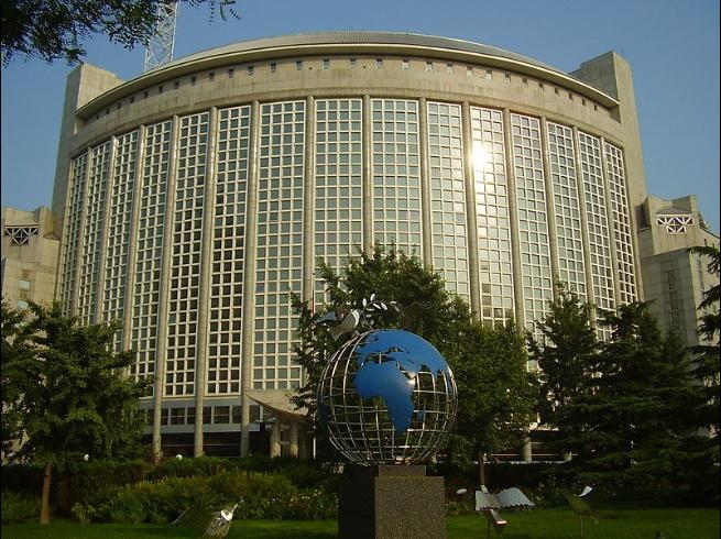 Кина воведува реципрочни визни ограничувања за Американците
