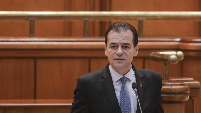 Романскиот премиер и четворица министри парично казнети за неносење маски