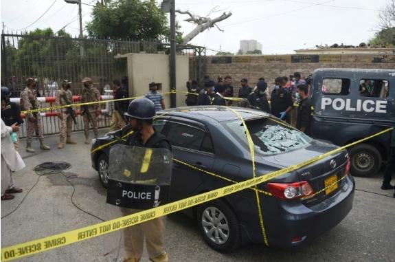 (Видео) Терористички напад на берзата во Пакистан, најмалку 10 загинати