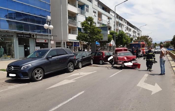 Пожарникарите интервенираа, се судрија четири возила во Струмица (ФОТО)