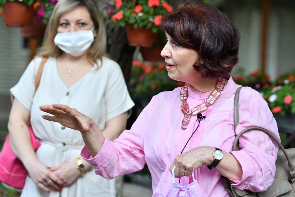 Силјановска Давкова: Ем најшут, ем најрогат, ем најпополарен