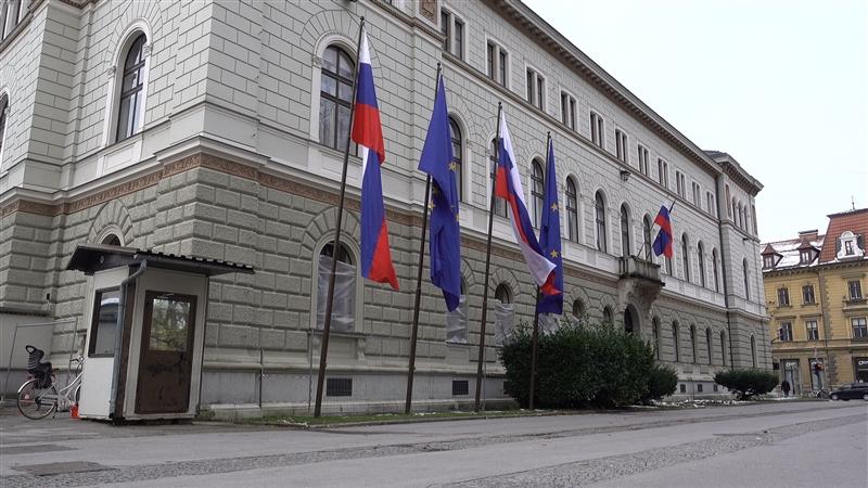 Словенија: Синдикатот на полиција се противи на одлуката сите државни службеници да мора да се вакцинираат