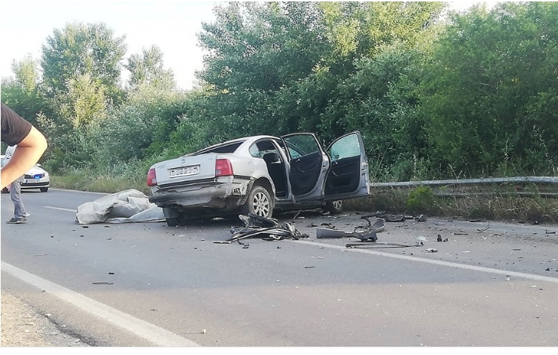 Автомобилот смачкан, делови на сите страни: Овие фотографии покажуваат колку била тешка сообраќајката во Струмица