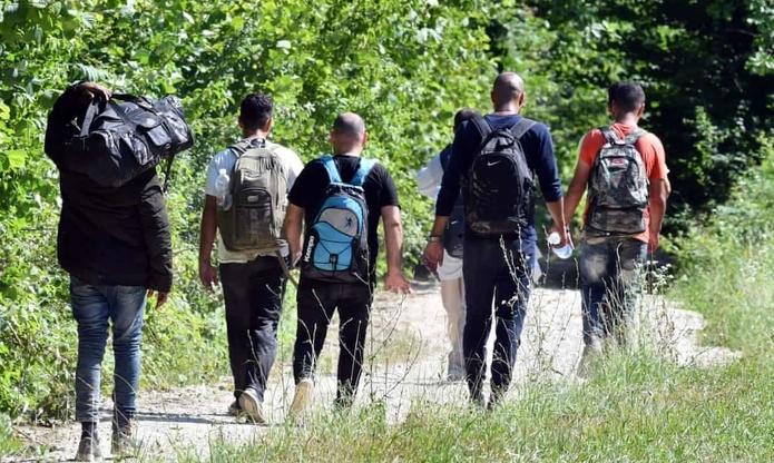 """На автопатот Куманово – ГП Табановце кај """"Чифлик"""", пронајдени 10 мигранти, приведен штипјанец"""