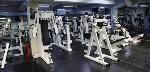 Почнуваат со работа теретаните и вежбалните, од денеска угостителските објекти можат да работат и во внатрешноста