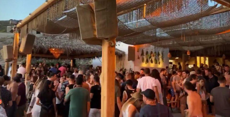 Затворен бар на плажа на Миконос поради непочитување на мерките и протоколите за заштита од Ковид-19