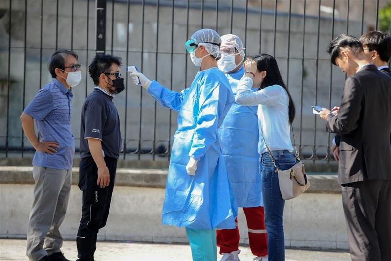 Пекинг почнува програма за масовно тестирање од коронавирус на сите граѓани