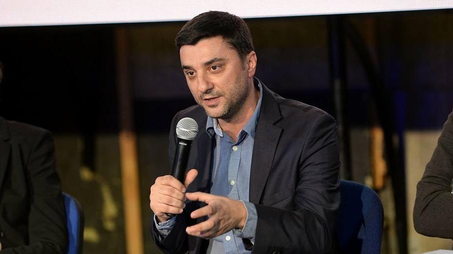 Советникот за односи со јавност на Заев и Спасовски оди во домашна изолација, Забрчанец имал контакт со Зекири