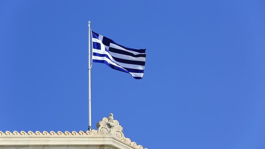Знамињата во Грција на половина копје