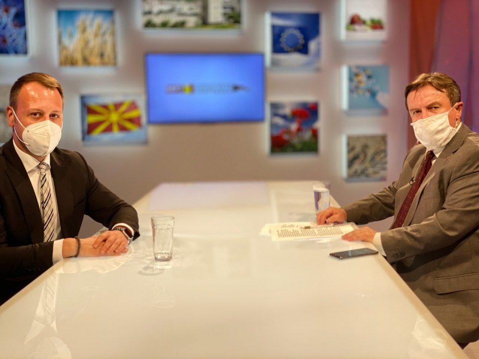 Љупчо Николовски повторно избега од ТВ дуел со Јанушев