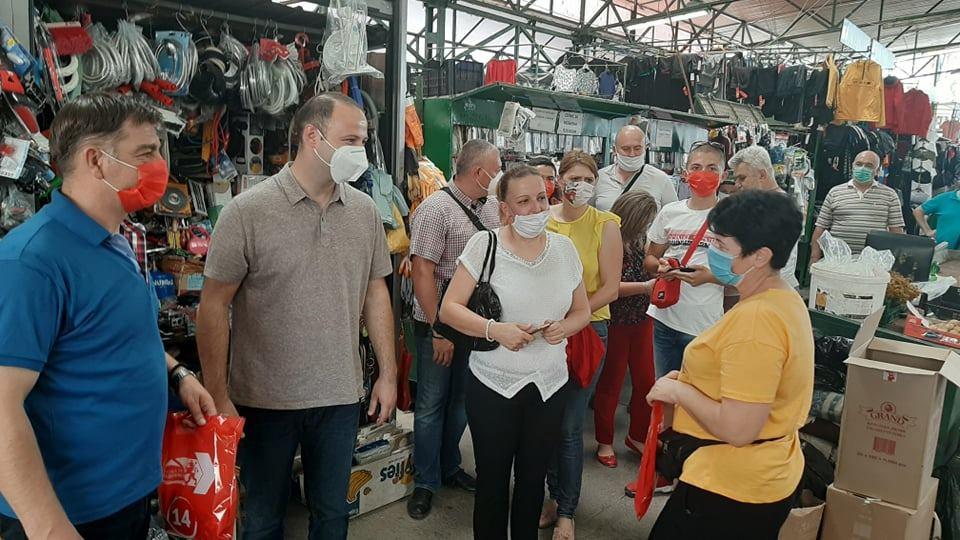 Мисајловски на средба со пазарџиите: За овие луѓе вреди да се работи и да се донесе обновата