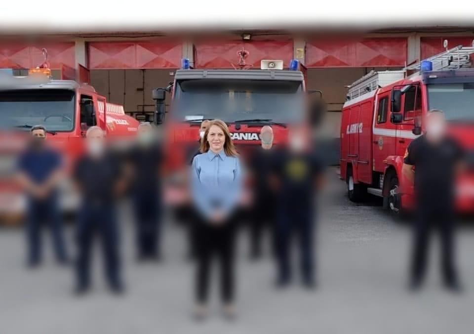 ВМРО-ДПМНЕ ОК Тетово: Фаница Николоска од СДСМ си тераше кампања и ги злоупотреби пожарникарите во службена униформа, во службени простории