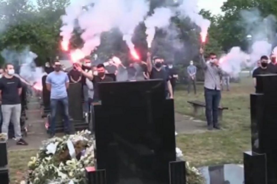 Морничави сцени од погребот: Естрадата во неверување, Саша Матиќ го објави потресниот последен поздрав (ВИДЕО)
