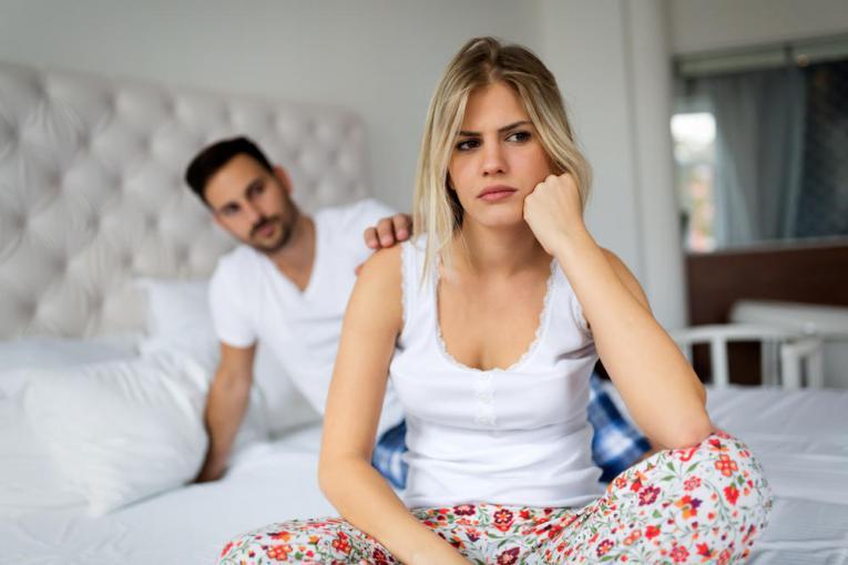 Знаци дека партнерот е несигурен во себе и незадоволен во врската