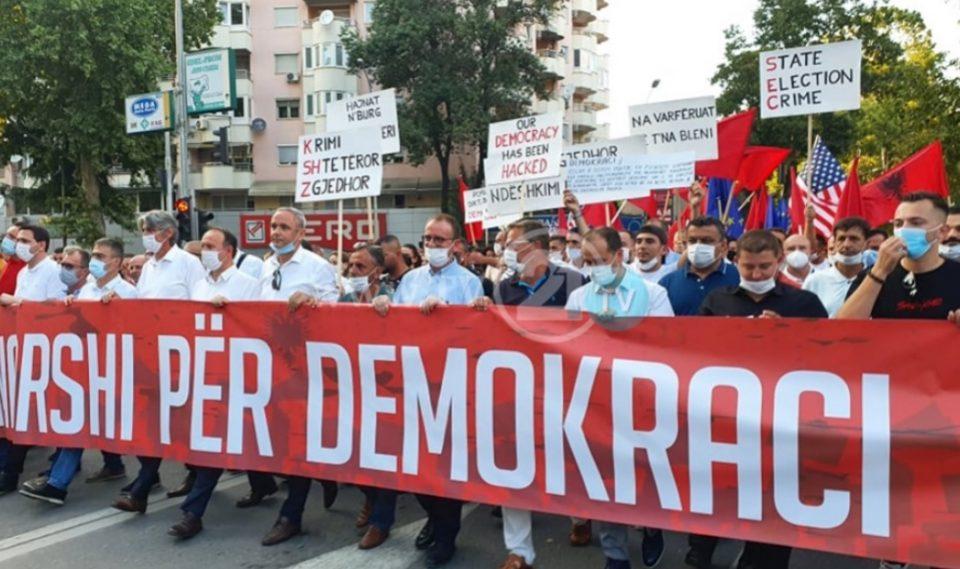 Следете во живо: Демонстративен марш низ Скопје, Алијанса-Алтернатива револтирани од пребројувањето на гласовите
