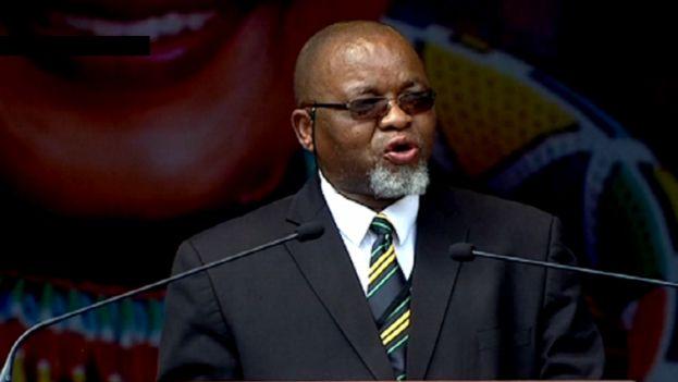Јужноафриканскиот министер Манаташе позитивен на Ковид-19