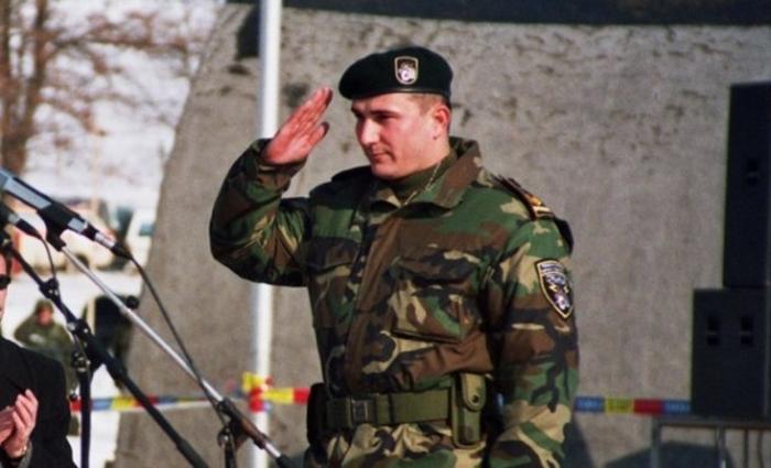 """Стојанче Ангелов хит во Србија: Се бореше против Албанците, а сега ја брани Дуа Липа за знамето на """"Голема Албанија"""""""
