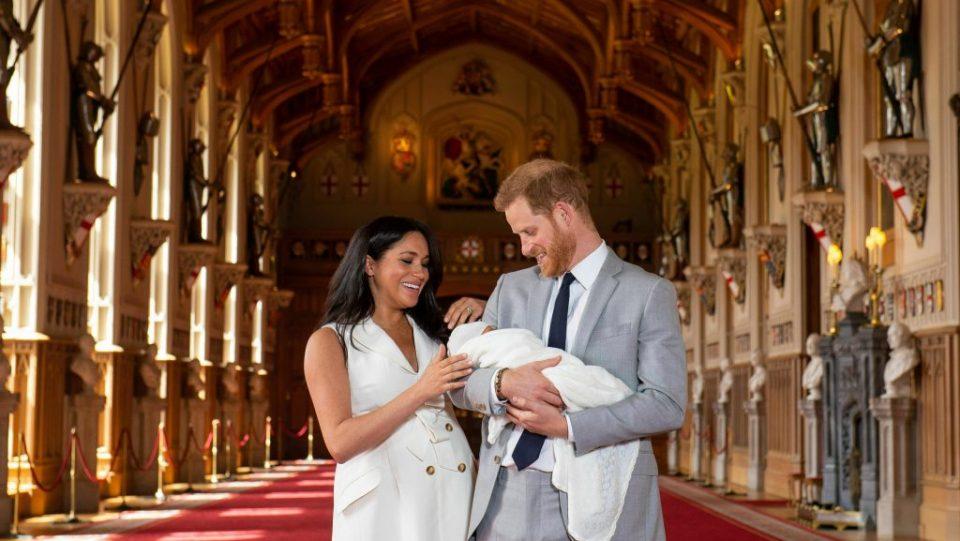 Неговите родители се откажаа од кралските должности, дали Арчи ќе добие титула?