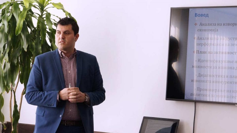 Лазаров до СДСМ: Кризата е далеку од завршена и допрва доаѓа, странските инвеститори најавија отпуштања од септември
