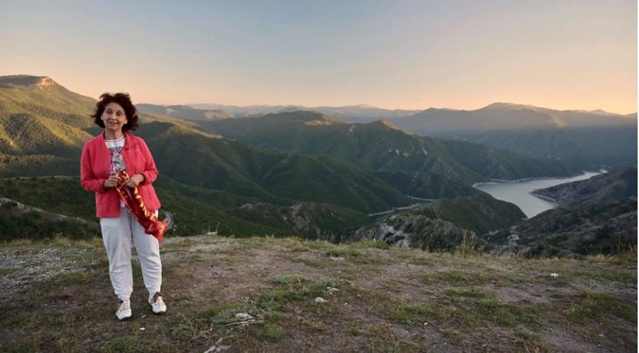 """Силјановска Давкова: Како """"китка"""" е Македонија, срамота е ние да преземаме убави слики од други држави"""