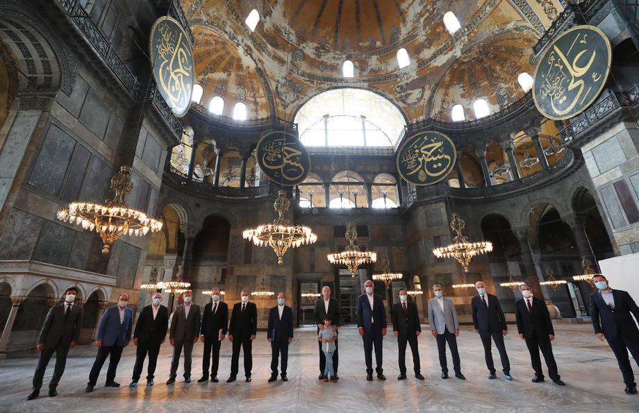 Еве зошто Ердоган го одбра токму денешниот ден за да влезе и да се моли во Аја Софија