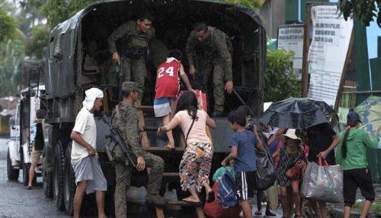 Евакуација на Филипини поради нафтена дамка