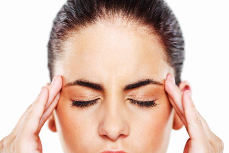 Главоболката ќе исчезне сигурно: Направете домашно масло со само 2 состојки, помоќно е од аналгин и кафетин
