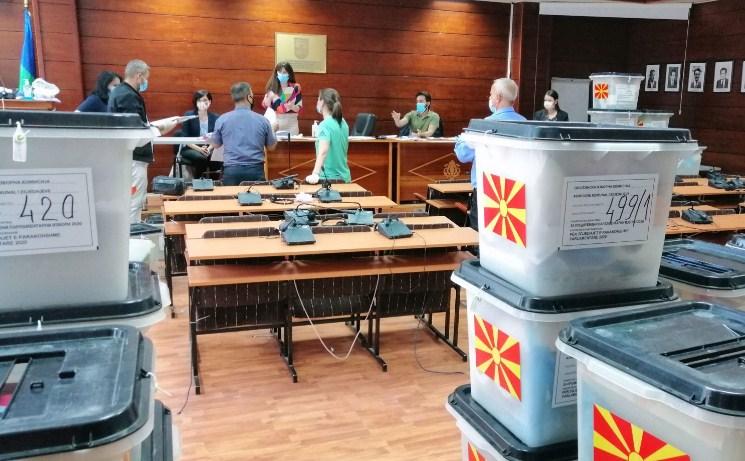 Во две гостиварски општини денеска гласаат 229 граѓани