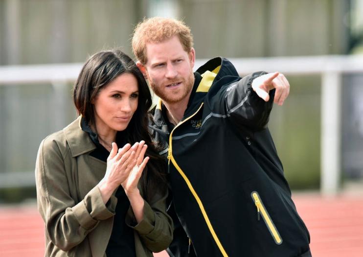 Принцот Хари и Меган Маркл добија ќерка – еве со кого ја споделија првата фотографија од бебенцето