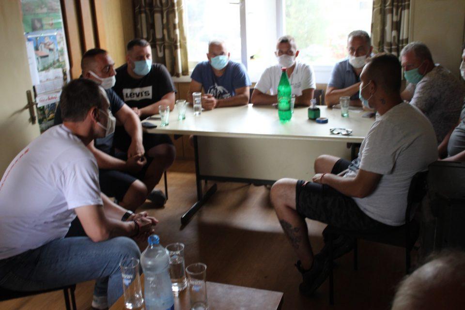 Јанушев на средба со ловното здружение од Виница: Се обврзавме на целосна ревизија на постапките со кои беа одземени ловишта во изминатиот период од 4 години