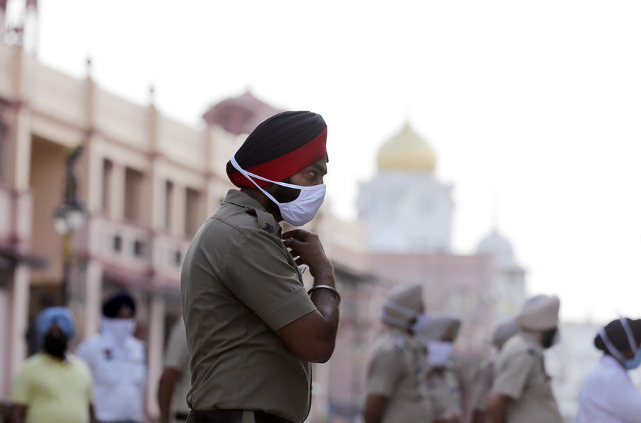 Во Индија над четири милиони луѓе се заразени со новиот коронавирус