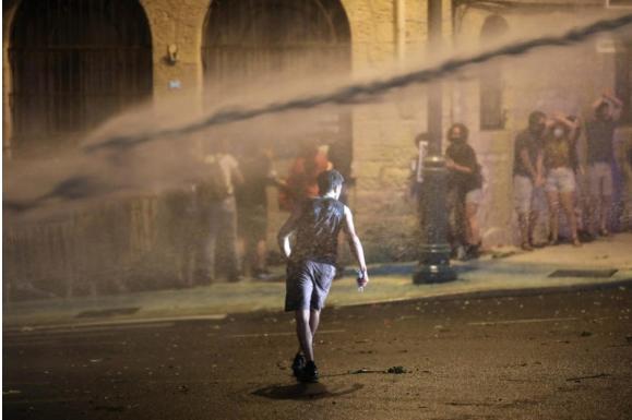 Полицијата во Израел со водени топови растеруваше демонстранти
