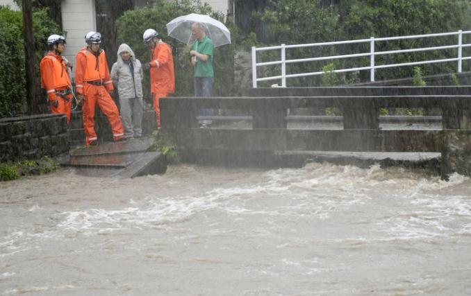 Обилни дождови во Јапонија, евакуација на 1,3 милиони жители