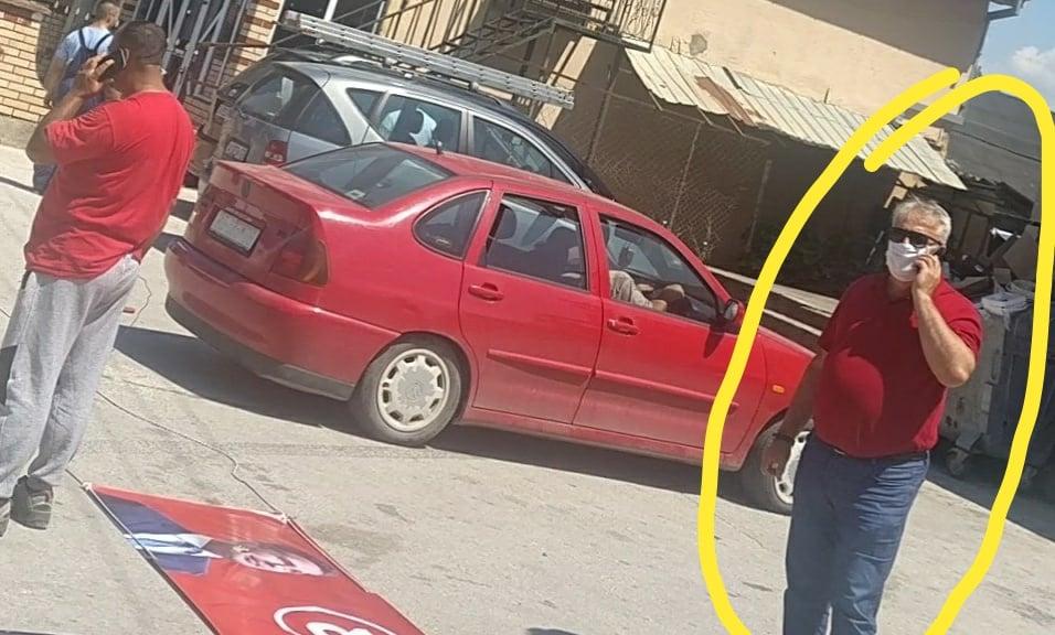 Претседателот на синдикатот на ЕЛЕМ со службено возило во поставување на партиски банери?!