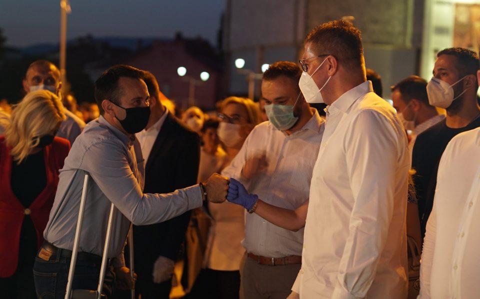 СЛЕДЕТЕ ВО ЖИВО: Мицкоски на средби со граѓаните во Тетово