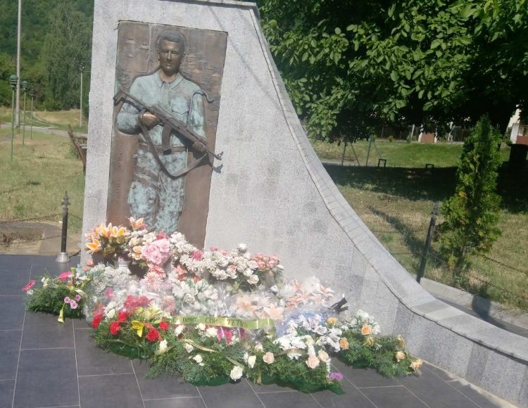 Во Лешок одбележани 19 години од загинувањето на бранителот Ѓоко Лазаревски во 2001 година
