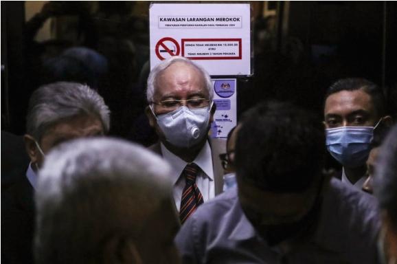 Поранешниот малезиски премиер Наџиб Разак доби 12 години затвор за корупција