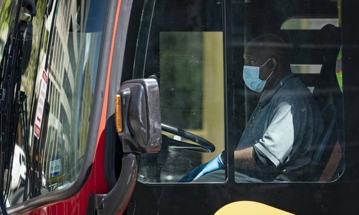 Франција: Возач на автобус претепан до смрт зашто не дозволил влез без маска